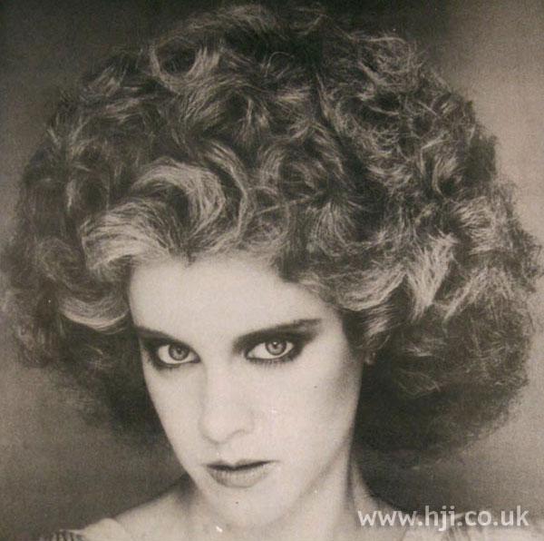 1979 volume curls hairstyle