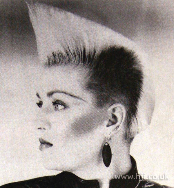 1984 blonde avantgarde