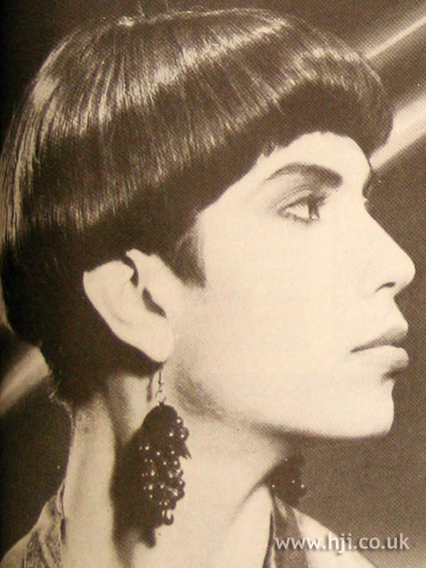 1986 sleek pageboy hairstyle