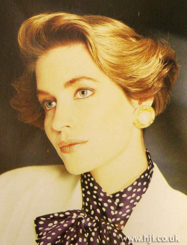 1986 short wavy hairstyle