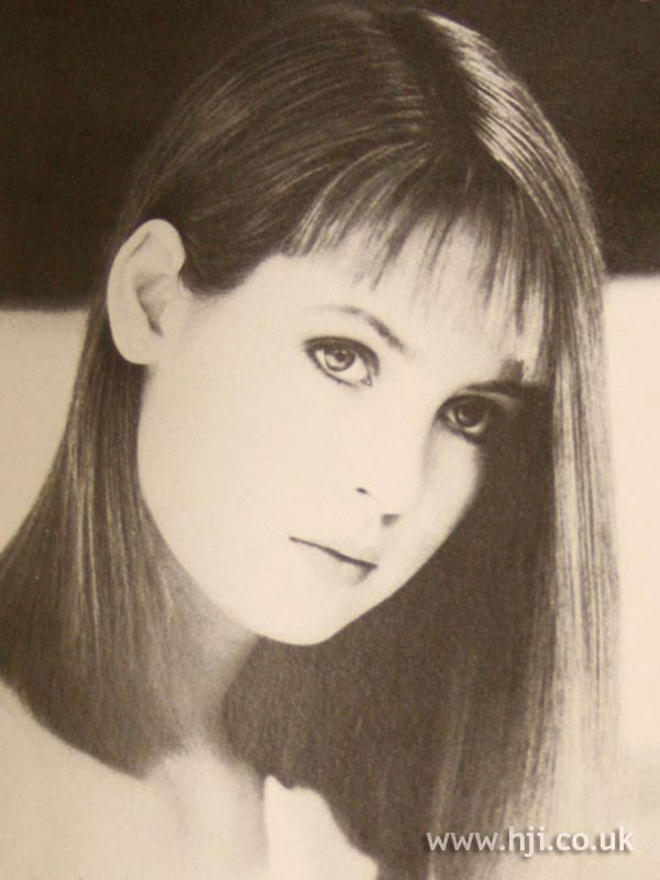 1986 straight brunette hairstyle