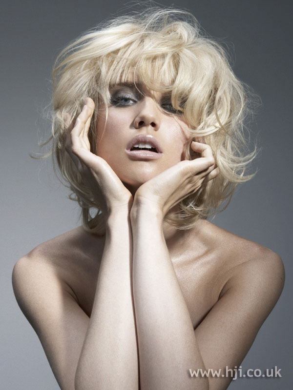2005 textured blonde bob