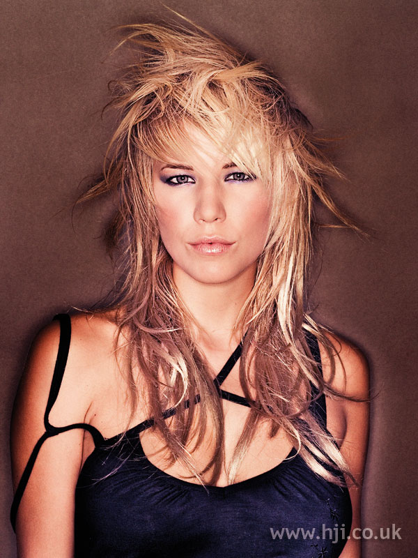 Layered 2005 blonde hairstyle