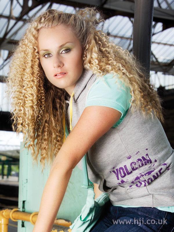 2006 blonde curls16