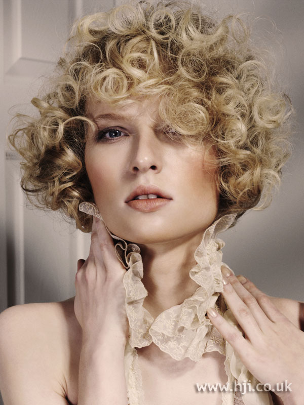 2006 blonde curls18