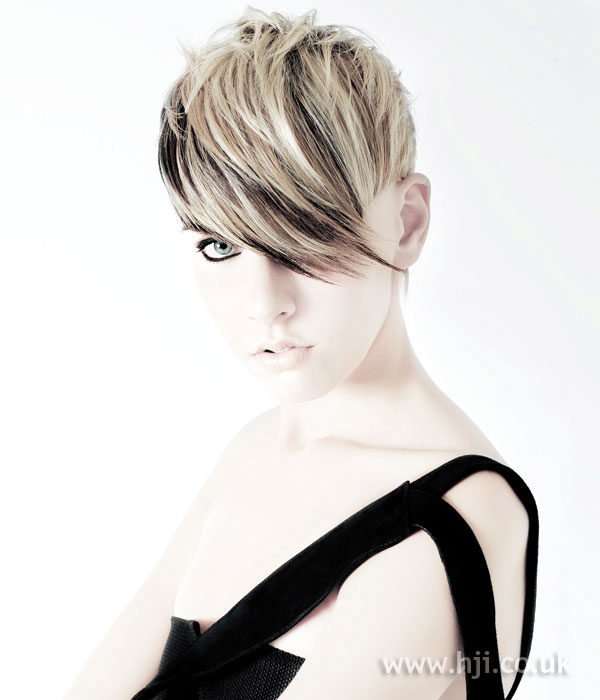 2006 blonde short hairstyle
