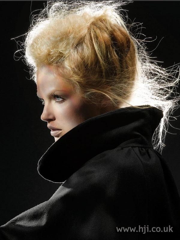 2006 blonde textured bouffant