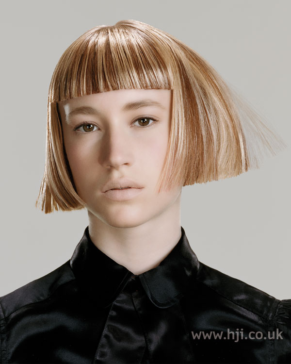 2006 highlighted bob with blunt fringe