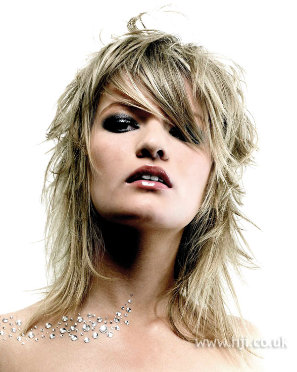 2006 layered blonde hairstyle