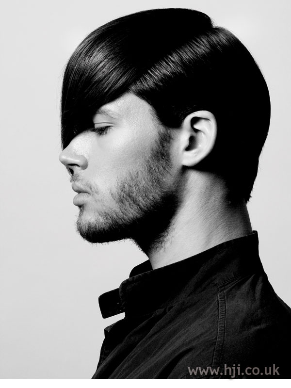 2006 side-parted dark men's hairstyle