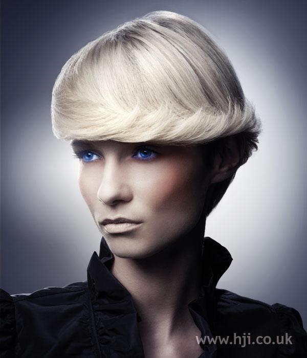 2006 short blonde hairstyle