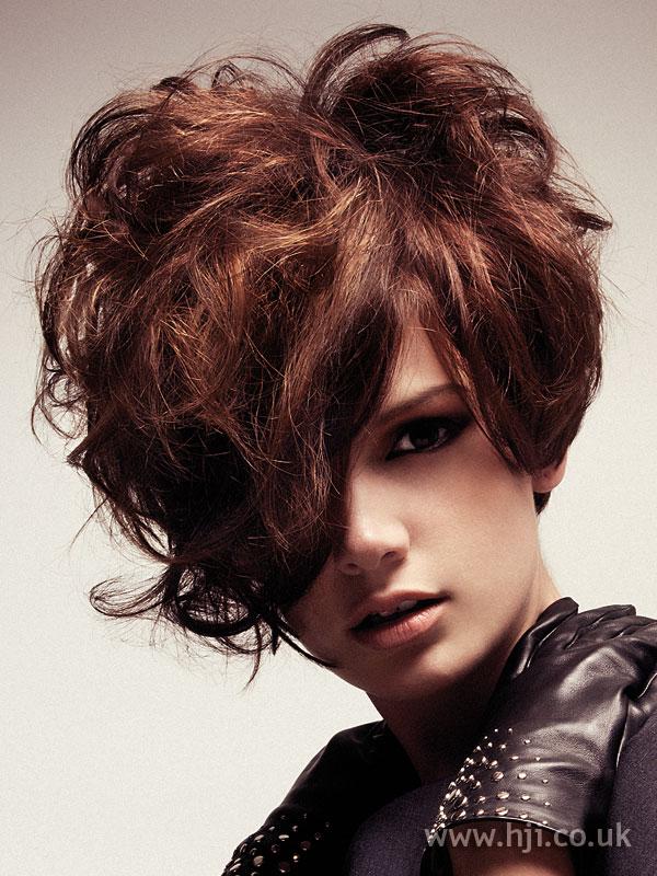 2006 short layered hairstyle