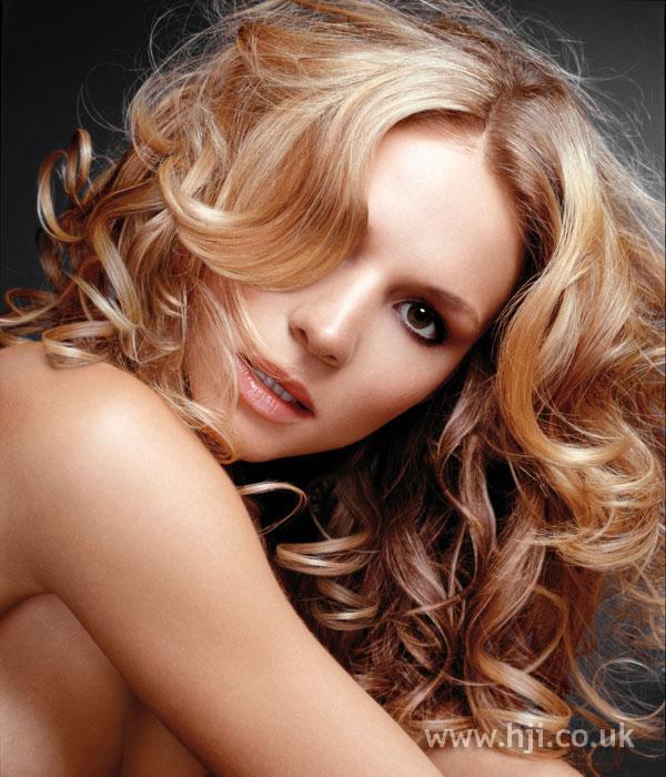 2006 wavy blonde