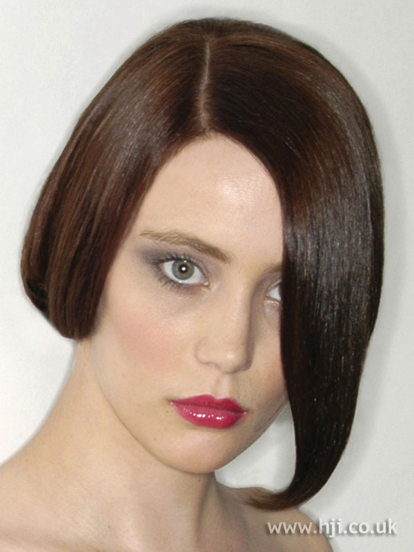 2007 asymmetric brunette