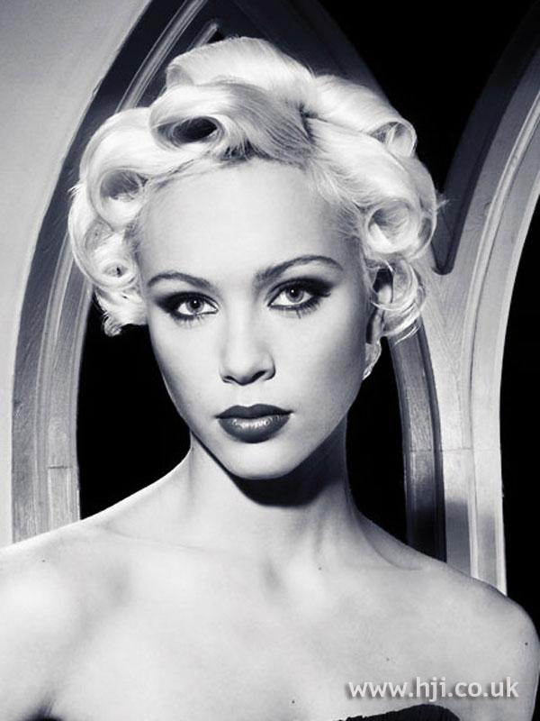 2007 blonde curls6