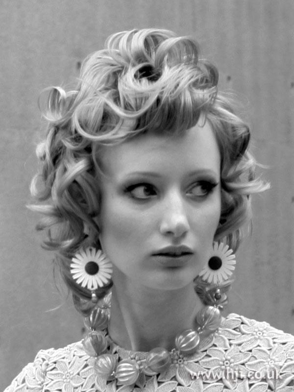 2007 blonde curls7