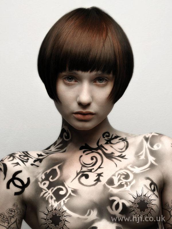 2007 round brunette