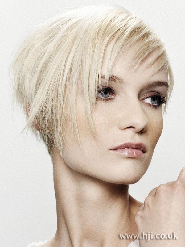 2007 short blonde4