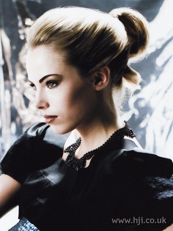 2007 updo blonde3