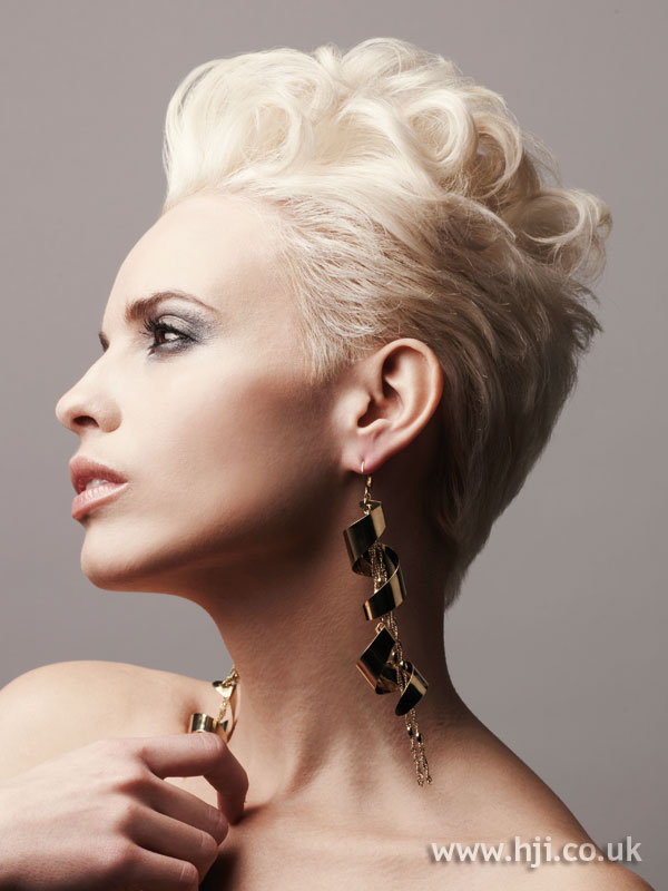 2008 short blonde