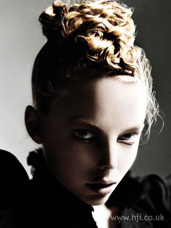 2008 updo blonde