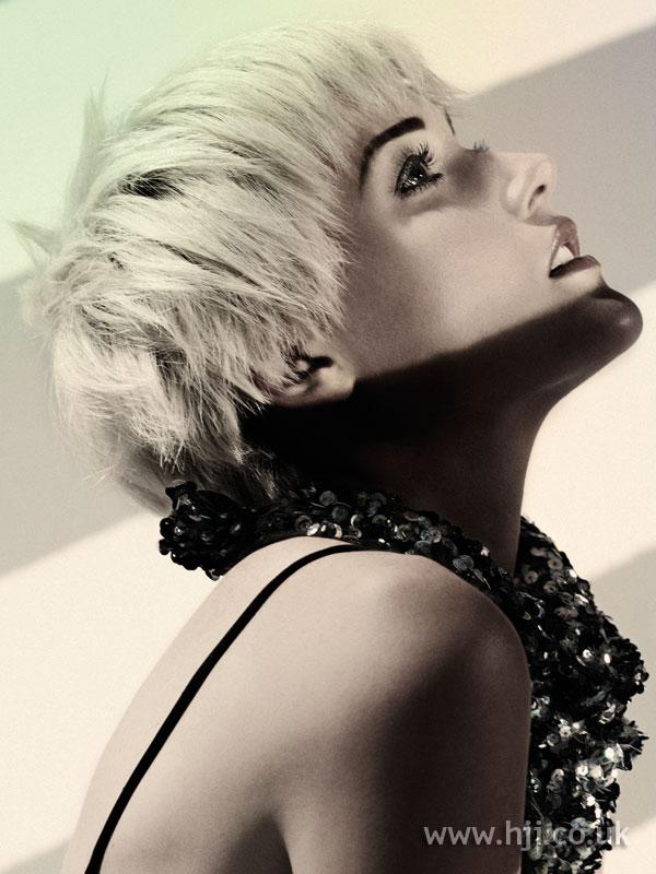 2009 blonde choppy hairstyle