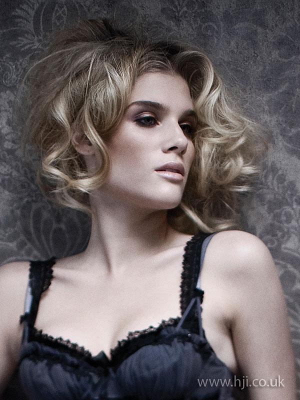 2009 blonde curls1