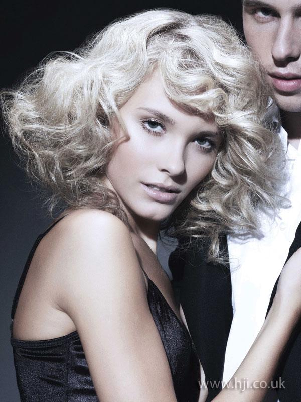 2009 blonde curls10