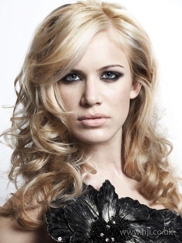 2009 blonde curls13