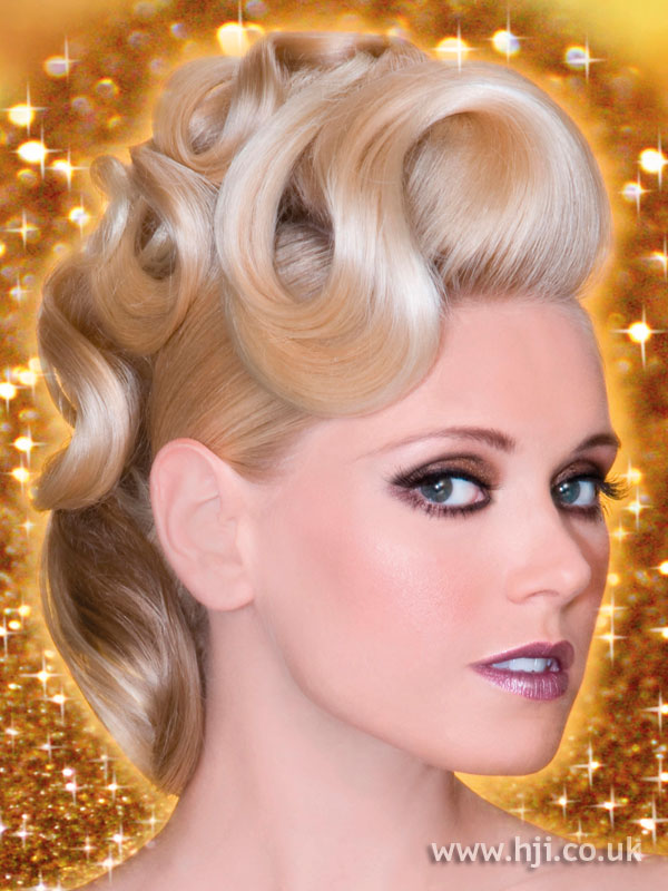 2009 blonde curls hairstyle