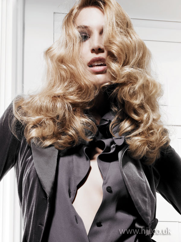 2009 blonde curls3