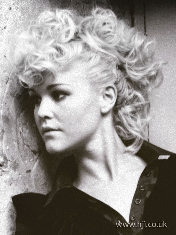 2009 blonde curls4