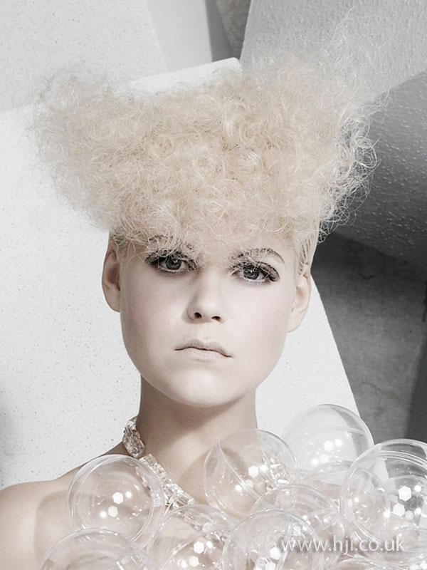 2009 blonde curls7