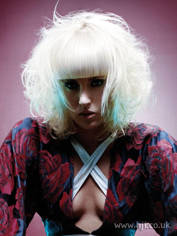 2009 blonde fringe hairstyle