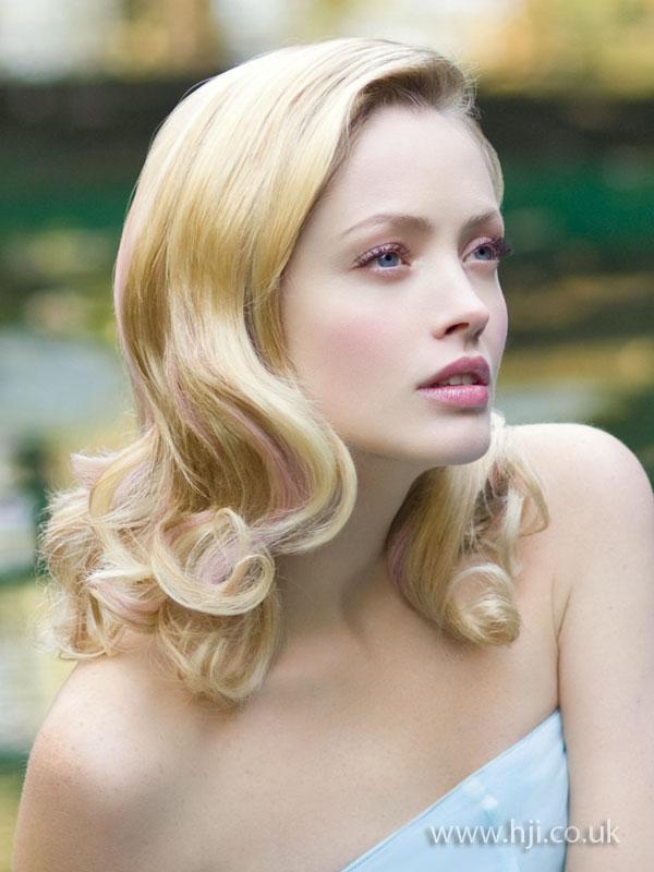 2009 blonde glossy