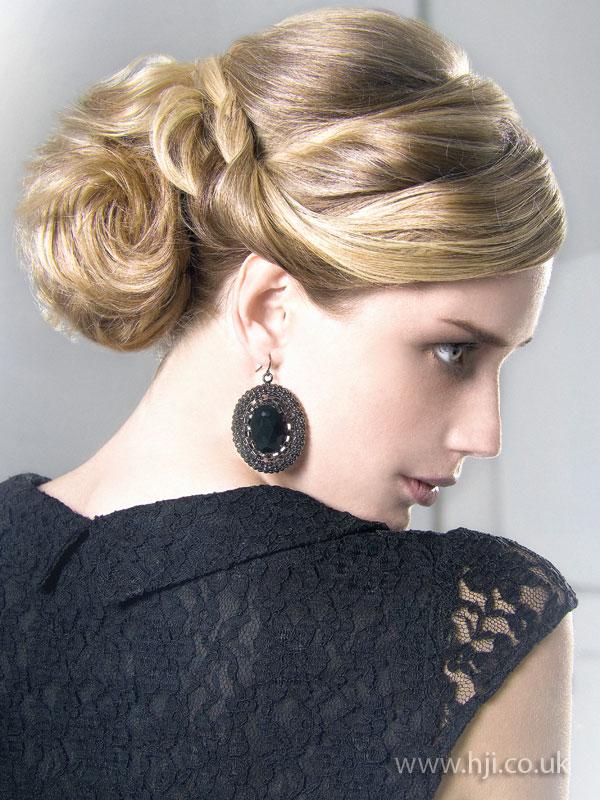 2009 blonde updo2