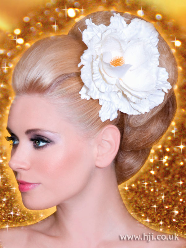 2009 blonde updo hairstyle