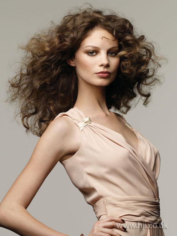 2009 brunette curls7