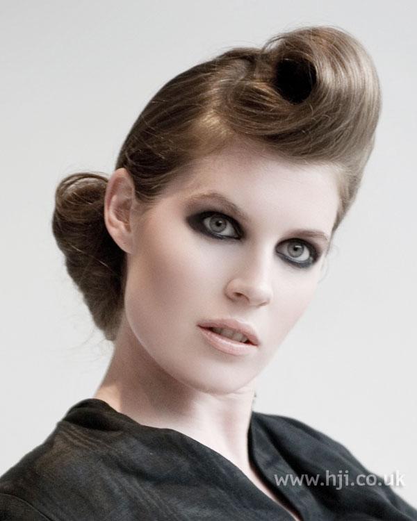 2009 brunette quiff2
