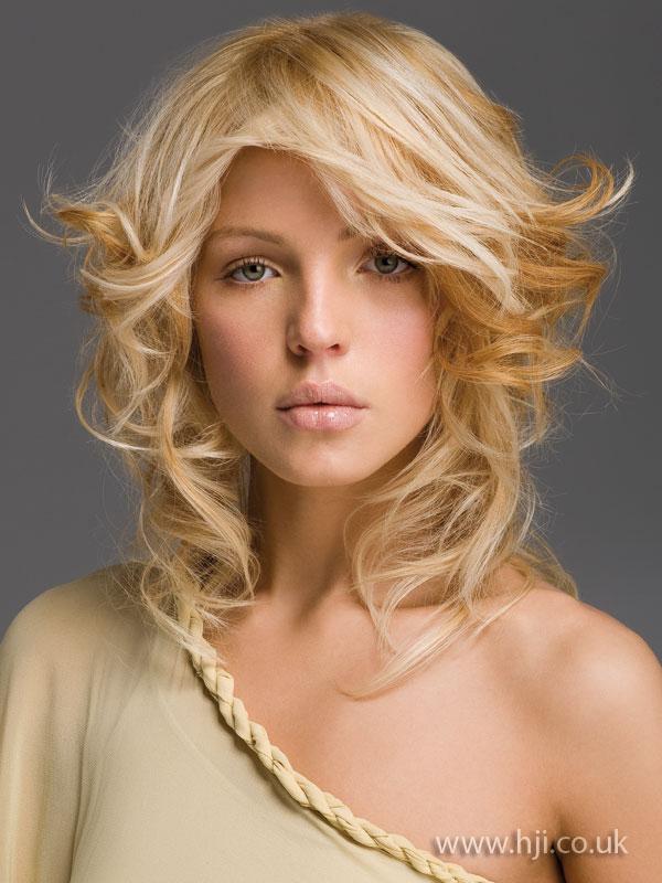 2009 curls blonde