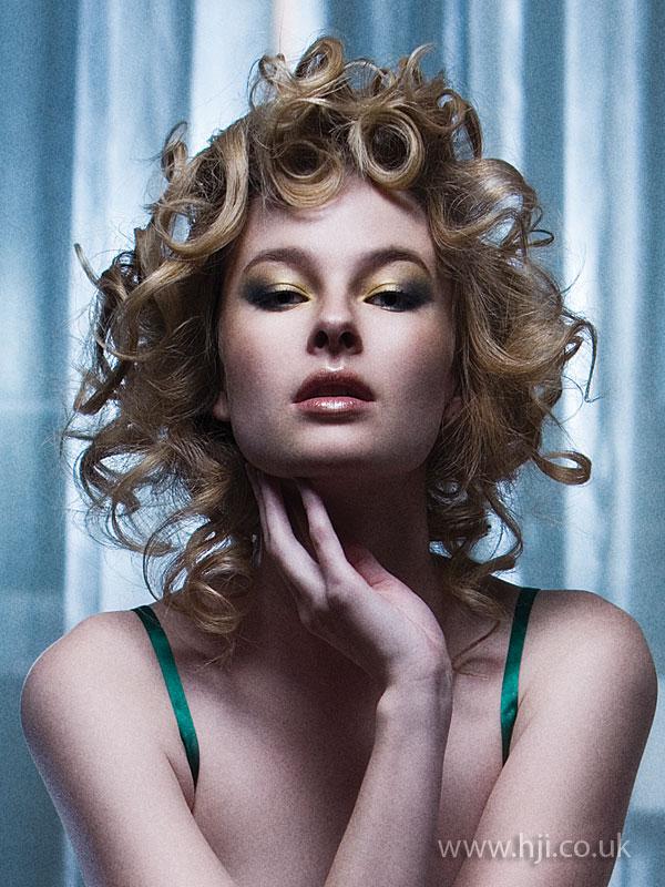 2009 glossy curls