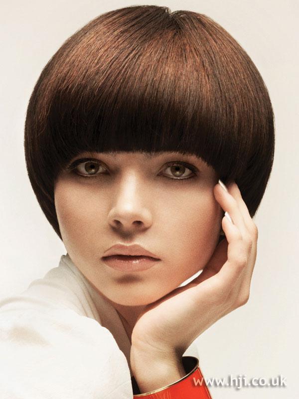 2009 round brunette