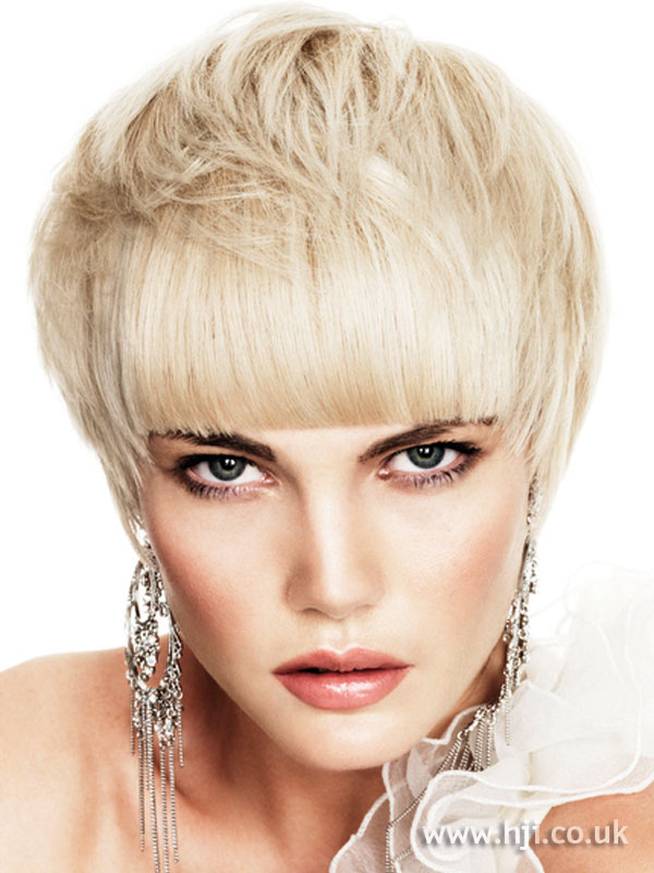 2009 short blonde
