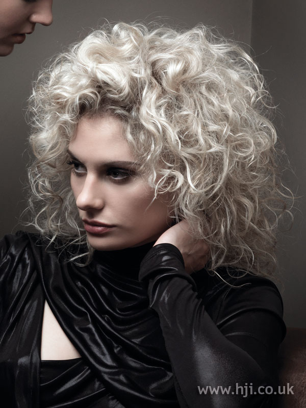 2009 white curls hairstyle
