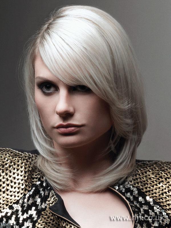 2009 white sleek hairstyle