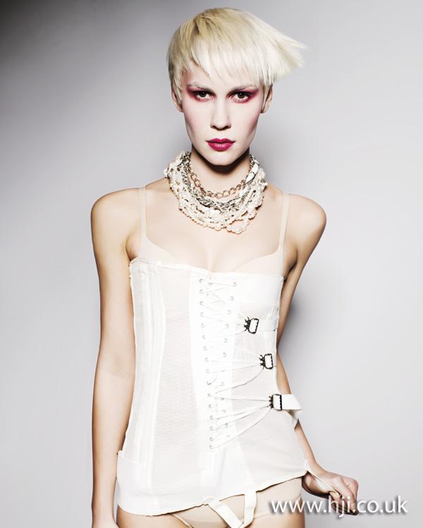 2011 blonde crop1