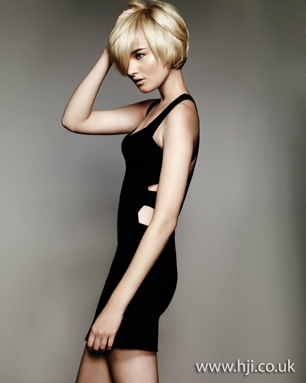 layered blonde bob hairstyle 2011