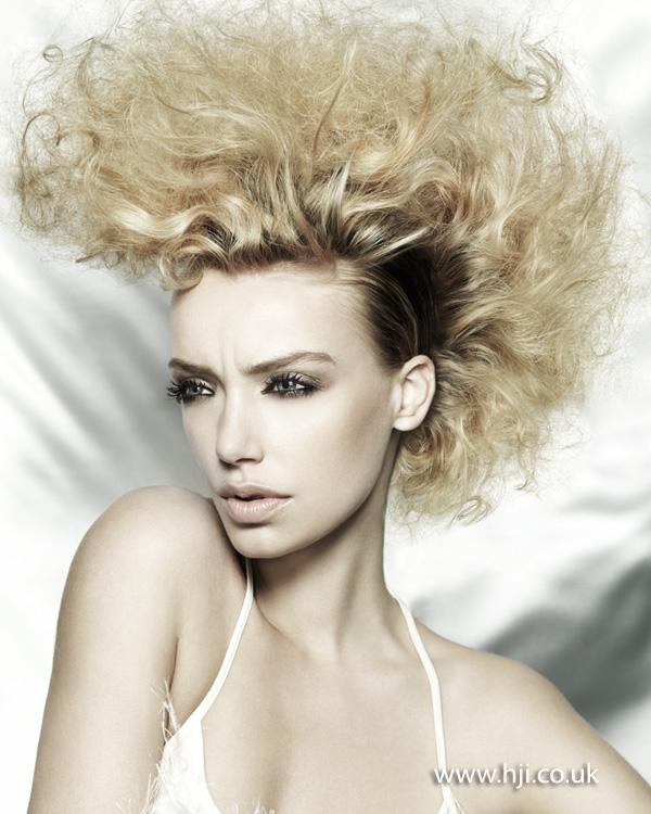 2012 blonde curls dark roots hair