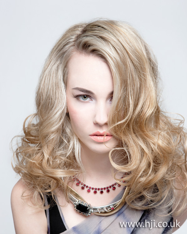 2012 blonde long curls womens hairstyle1