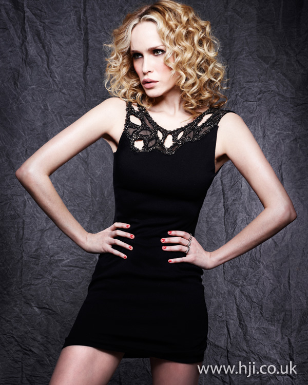 2012 blonde long curls womens hairstyle2